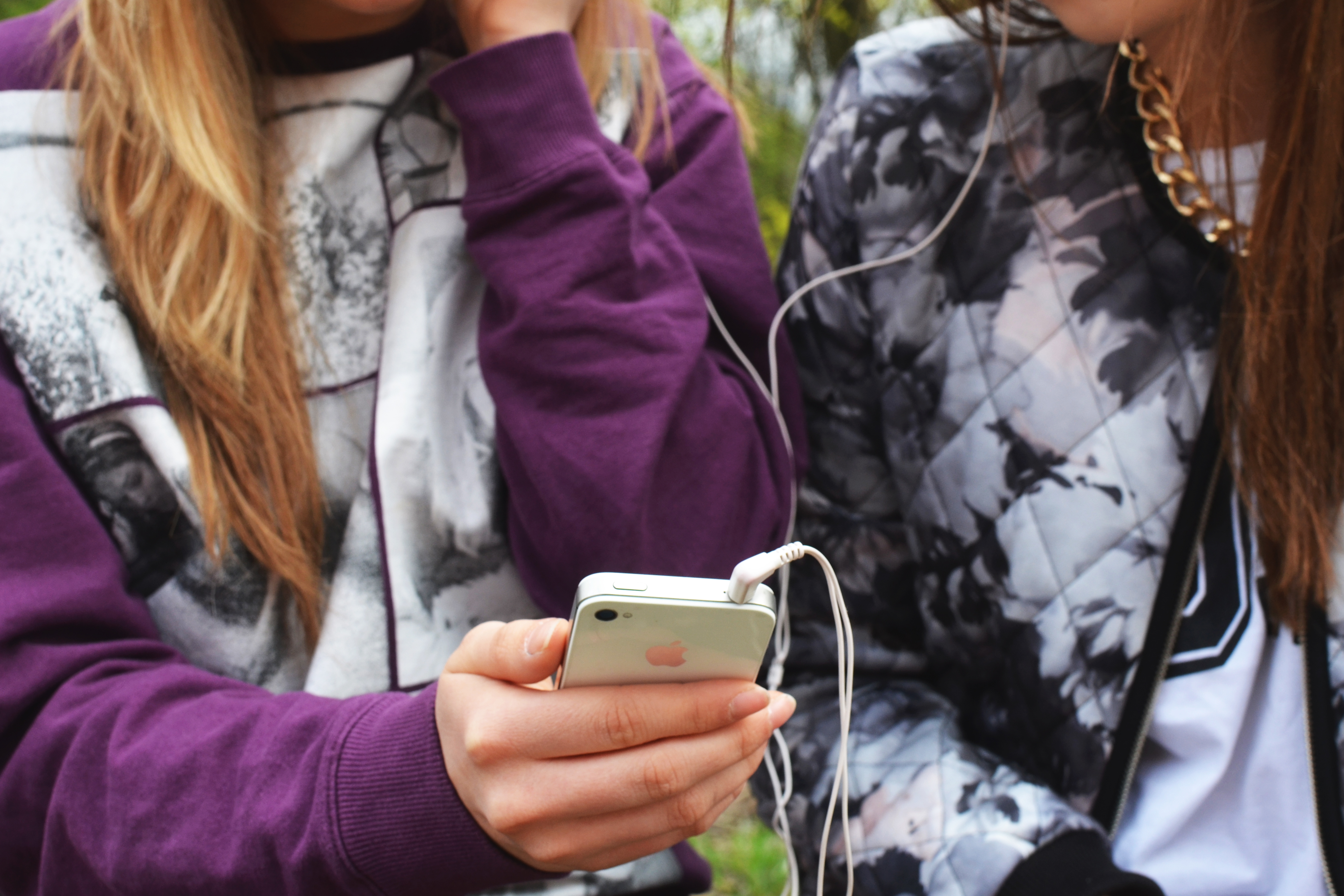 Safe Cellphone Use for Kids and Teens